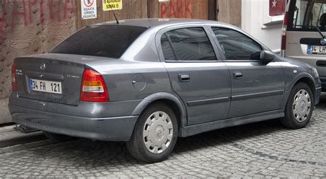 opel astra clasic file opel astra classic 1 4 twinport jpg wikimedia commons