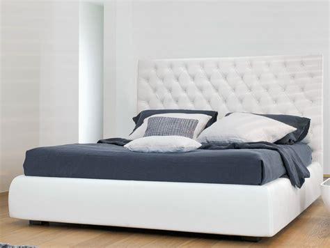 doppelbett mit hohem kopfteil doppelbett mit hohem kopfteil buttondream by bonaldo