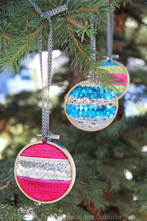 merry bright embroidery hoop ornaments  easy   great  gift giving christmas