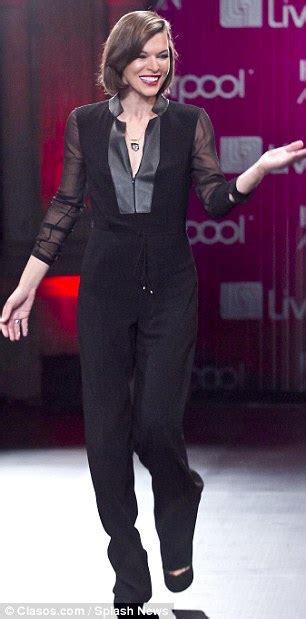 milla jovovich catwalk milla jovovich returns to the catwalk in strapless black