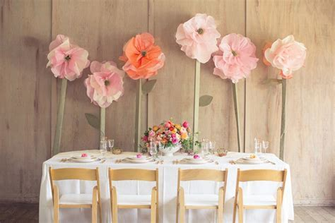 Head table setup: Giant paper flowers   Articles   Easy