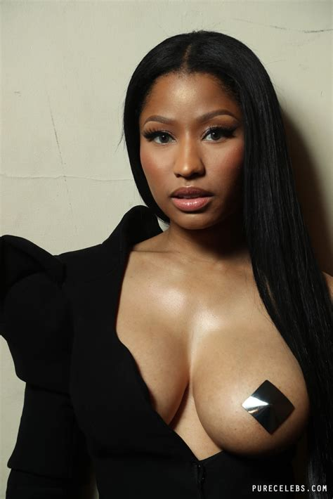 nicki minaj photos nicki minaj showing breast with