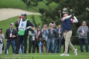 justin timberlake golf swing justin timberlake takes his best swing at golf competition