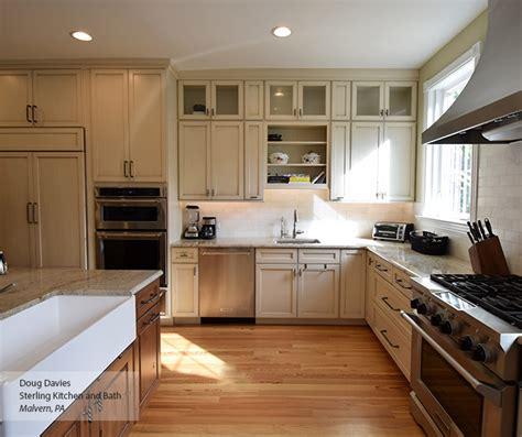 White Glazed Kitchen Cabinets by Glazed Kitchen Cabinets Masterbrand
