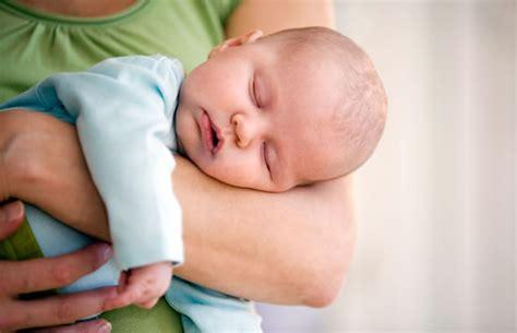 coliche neonati alimentazione mamma coliche neonati cosa deve e non deve mangiare la mamma
