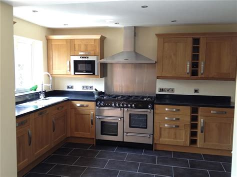 photos of kitchens kitchen design and installation kitchen worktops wall tiling floor tiling phil oakley