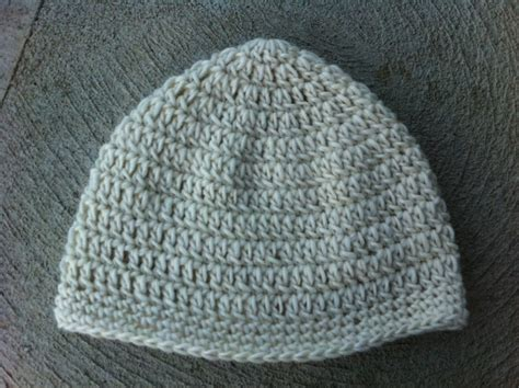 how to attach yarn to a crocheted beanie so it looks like hair a quick crocheted hat tutorial