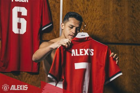 now official alexis sanchez signs for manchester united manchester united sign sanchez from arsenal in swap deal