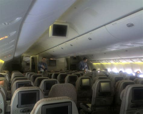 emirates cabin file emirates economy class 777 cabin jpg wikimedia commons