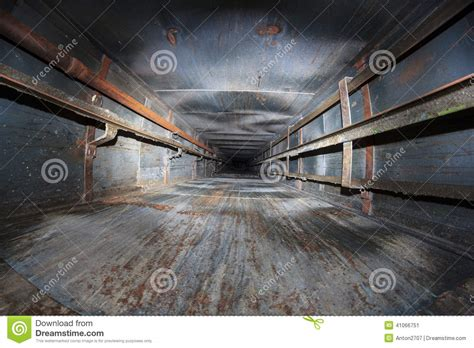 secr騁aire technique bureau d 騁udes cage d ascenseur abandonn 233 e photo stock image 41066751