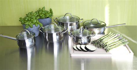 cucinare con padelle in pietra padella in pietra lavica praticit 224 in cucina dalani e