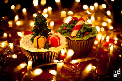 pretty christmas cupcakes lights pictures   images  facebook tumblr pinterest