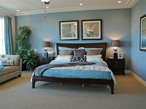 Blue Walls Bedroom Decor by Soothing And Stately This Traditional Bedroom Pairs