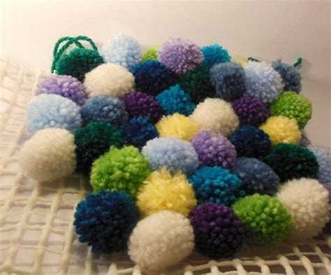 bommel teppich pompon bommel pompom wolle teppich selbstgemacht