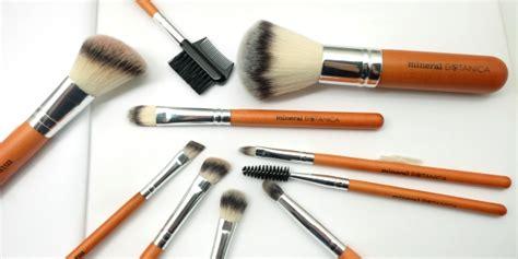 Mineral Botanica Foundation Brush 3 hal tentang mineral botanica brush kit set daily