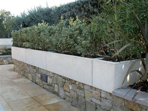 vasi in cemento bianco fioriere in cemento vasi la caratteristiche delle
