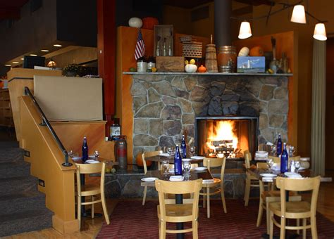 Fireplace Brookline by 30 Boston Restaurants And Bars With Cozy Fireplaces