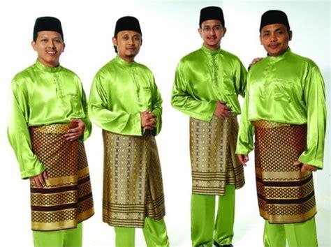 Baju Bayi Costume Gentleman members of the malaysian singing hijjaz wear traditional dress for a baju