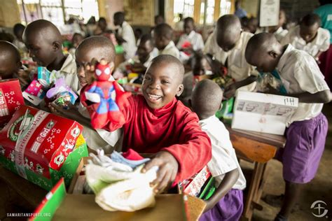sponsor a child for christmas gift samaritan s purse accepting shoe box donations for operation child entertainment