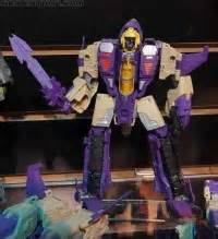 Junk Transformers Including Transformers Generations Voyager Blitzwing review transformers generations voyager class blitzwing