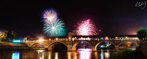fuochi d artificio pavia file ponte coperto sotto i fuochi d artificio jpg