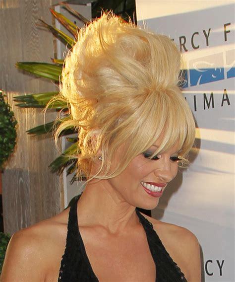 Pamela anderson updo straight alternative hairstyle medium blonde