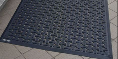 Commercial Shower Mats by Four Of The Top Commercial Shower Mats
