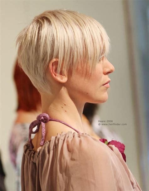 flattering and gamine short hairstyle with short neck hairs