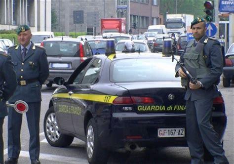 gdf concorsi interni lavoro la guardia di finanza recluta sette allievi ufficiali