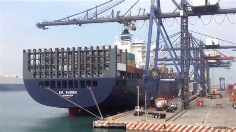 un barco youtube un barco carguero en el puerto youtube