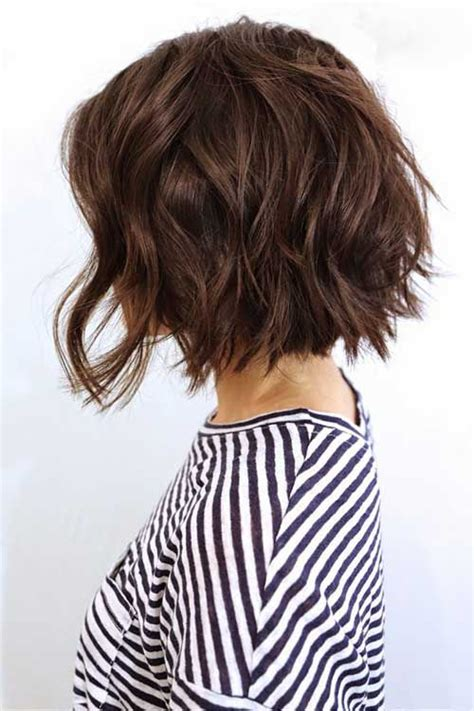 haircut for women with large neck 25 best ideas about wavy bobs on pinterest wavy bob