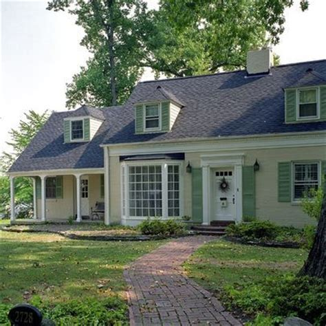 light yellow house 17 best images about shutters on pinterest trim color yellow houses and benjamin moore
