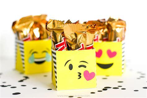 Letter Gift Box Emoji Free Printable Emoji Gift Boxes Printable Crush