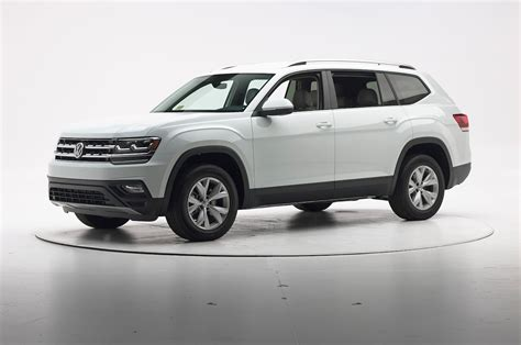 volkswagen atlas 2018 2018 volkswagen atlas before iihs crash test motor trend