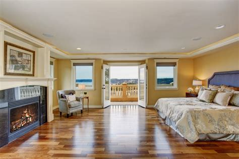 Bedroom Paint Ideas With Hardwood Floors 27 Gorgeous Master Bedrooms With Hardwood Floors Page 6