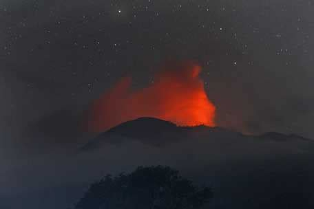 Emirates Volcano Bali | bali airport closed uae flights affected emirates 24 7
