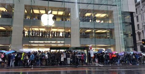 apple store australia fans including a robot rush for iphone 6s at apple store