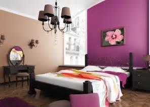 Formidable Couleur Chambre Jeune Homme #1: peinture-murale-couleur-violette-deco-tableau-fleurs.jpg