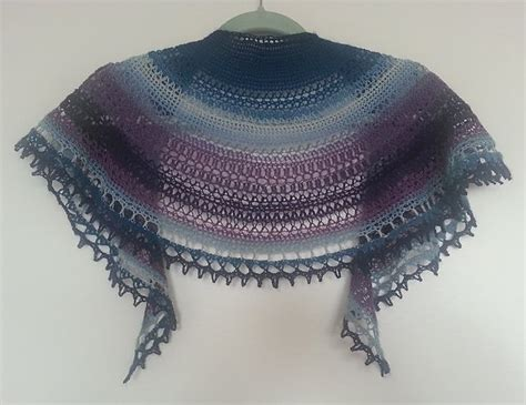 crescent shawl knitting pattern 1000 ideas about crescent shawl on knitted