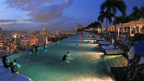 bar on top of marina bay sands mbs 174 skypark rooftop pool park bar restaurant visit singapore
