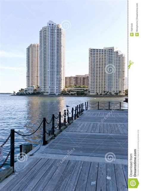 imagenes edificios miami condominio edificios de lujo en miami fotos de archivo