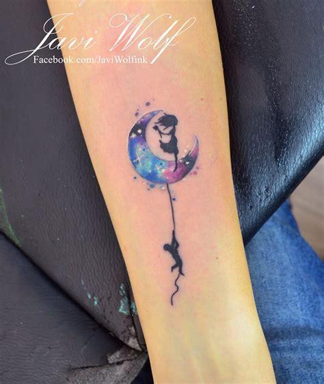 luna tattoo con siluetas estilo acuarelas por javi wolf tatoo