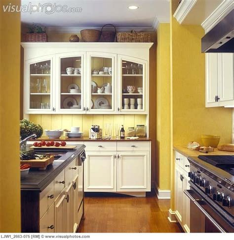 yellow kitchen walls 1000 ideas about off white cabinets on pinterest off