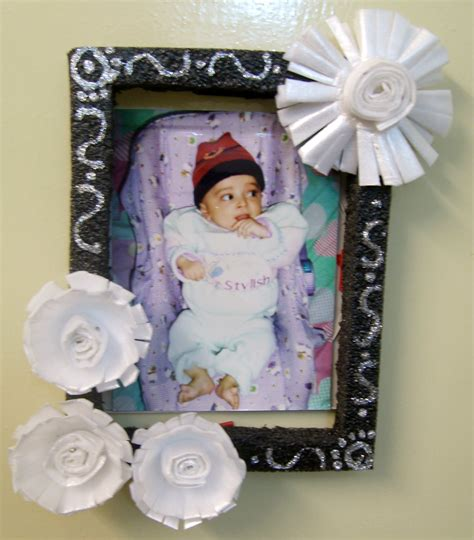 Handmade Photoframes - styrofoam flowers photoframe tutorial