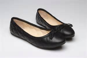 Chanel Quilted Ballet Flats by Chanel 2012 Quilted Black Ballet Flats Fashion Forward