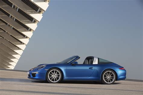 targa porsche porsche 911 targa defies most amazing roof at 2014 naias