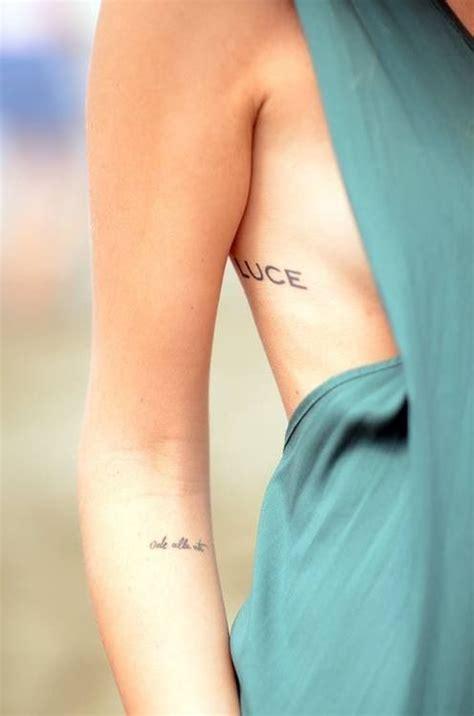 minimalist tattoo placement los tatuajes mas sexys en las costillas para chicas