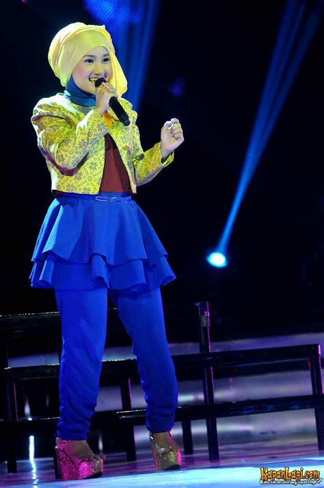 Celana Panjang Fatin pakai kuning biru fatin shidqia til centil kapanlagi