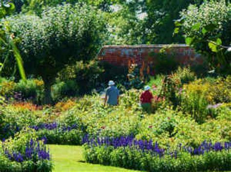 Clinton Gardens by Baddesley Clinton Gardens Great Gardens