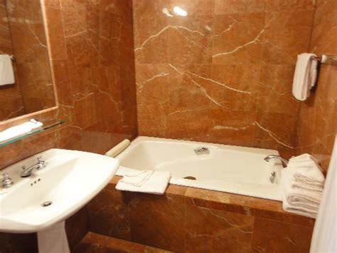 bathrooms and showers direct reviews bathroom tub picture of portofino hotel avalon